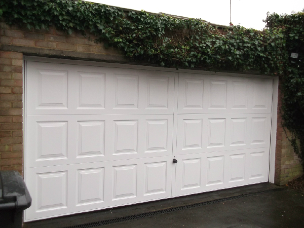 Garador Georgian double retractable garage door