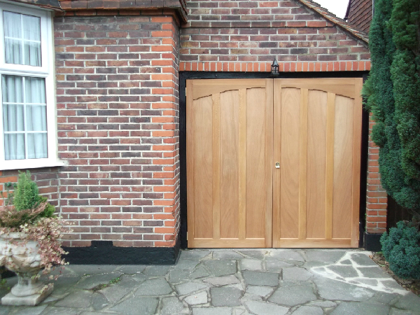 Woodrite Mirfield timber garage door.
